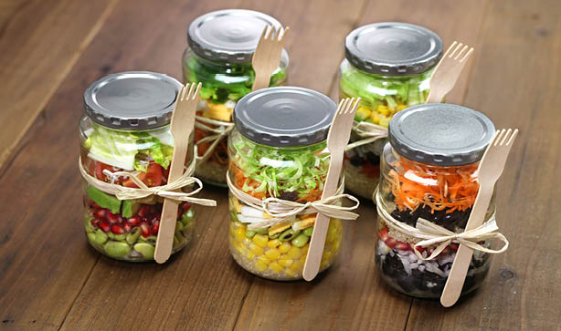 Multiple Mason Jar Salads with the fork tied to the glass