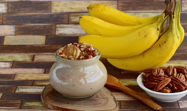 A Mason jar with pecans, bananas, and overnight oats