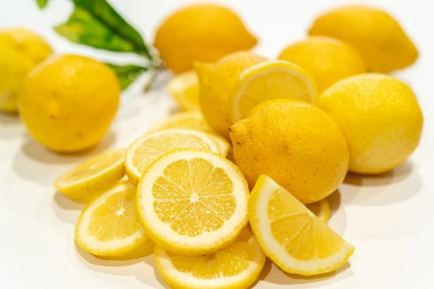 A collection of yellow lemons